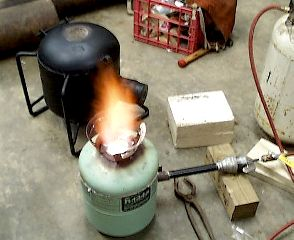 Freon can melting furnace